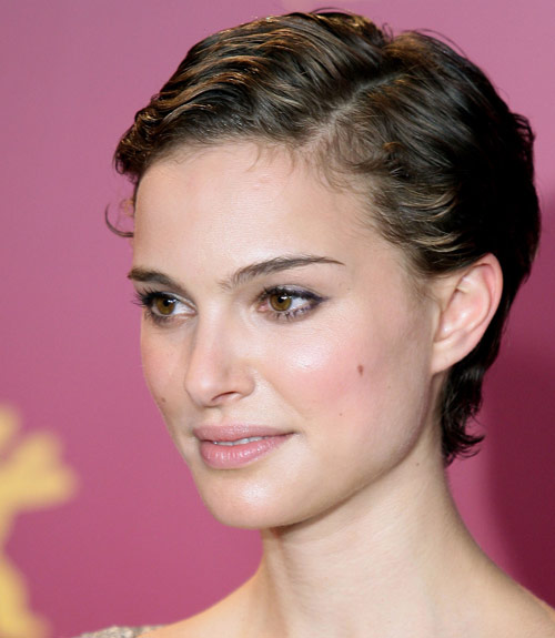 34 Pixie Hairstyles And Cuts Celebrities With Pixies - 500x575 - jpeg