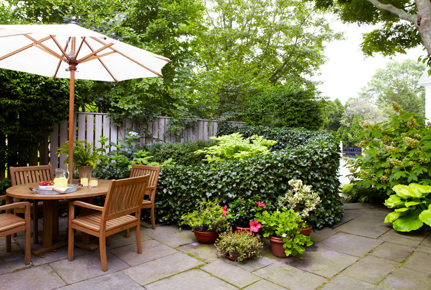 40 small garden ideas small garden designs for Small lawn garden ideas