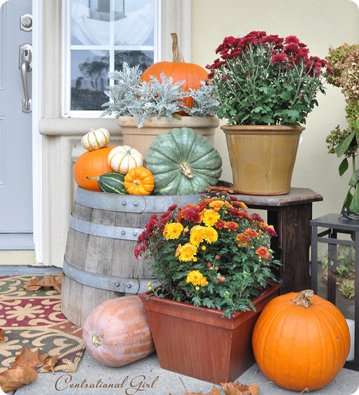 Fall porch decorating idea diy fall curb appeal Fall outdoor decorating with pumpkins