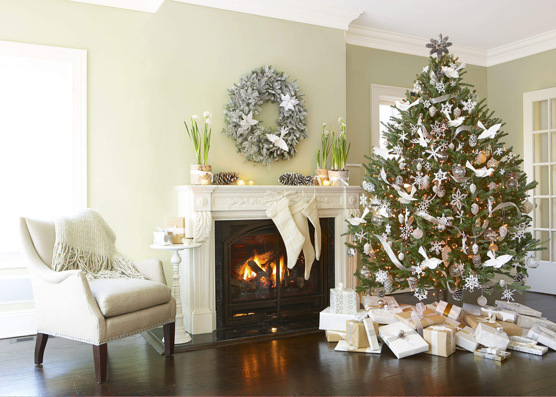 Best christmas party themes ideas for a holiday party for Living room xmas ideas