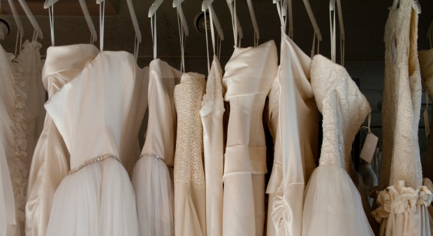 Pushy mother in law who should go wedding dress shopping for Should mother in law see wedding dress