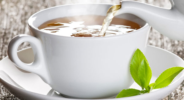 The slimming ingredient isn't caffeine. Antioxidants called catechins are what help speed metabolism and fat burning. In a recent Japanese study, 35 men who drank a bottle of oolong tea mixed with green tea catechins lost weight, boosted their metabolism, and had a significant drop in their body mass index.<br /> Health bonus: The participants also lowered their (bad) LDL cholesterol.<br />