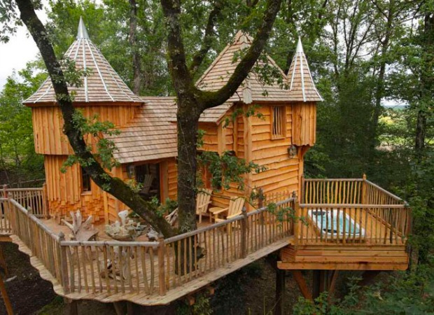 Vacation In A Tree House In France Interesting And Fun Homes