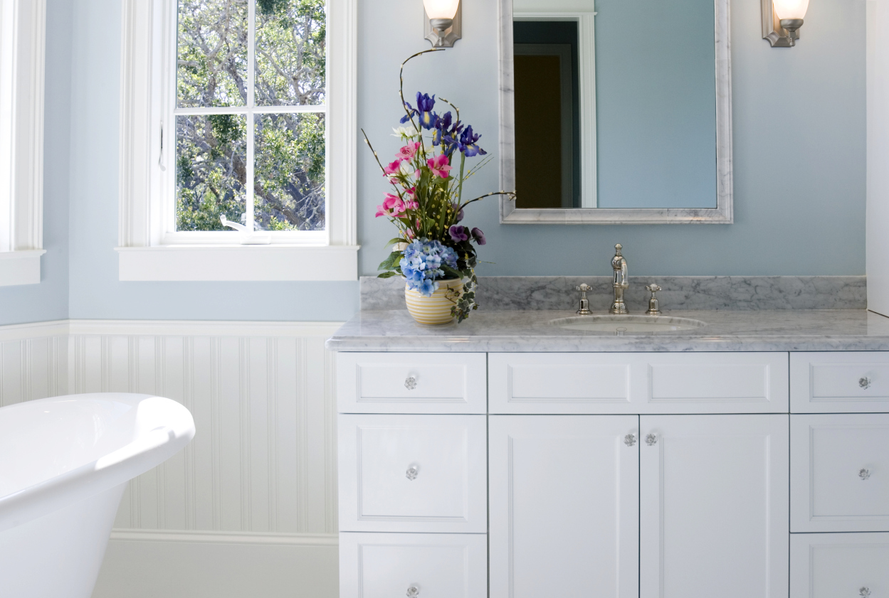 Surprising bathroom cleaners double duty household items for Good housekeeping bathrooms