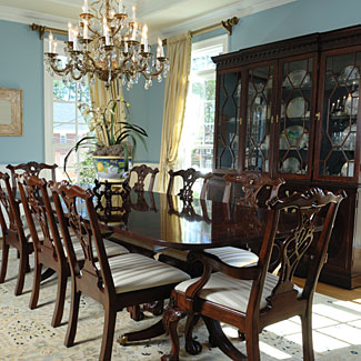 Dining room decorating ideas pictures of dining room decor for Formal dining room decor