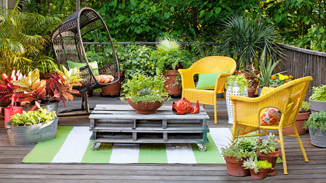 Small Outdoor Decor Ideas Decorate Your Small Yard Or Patio - Good housekeeping patio furniture