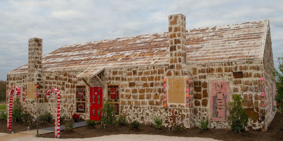 biggest gingerbread house guinness world record - Biggest House In The World Pictures