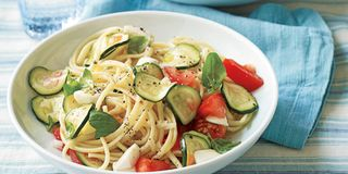 Linguine with No-Cook Tomato Zucchini Sauce
