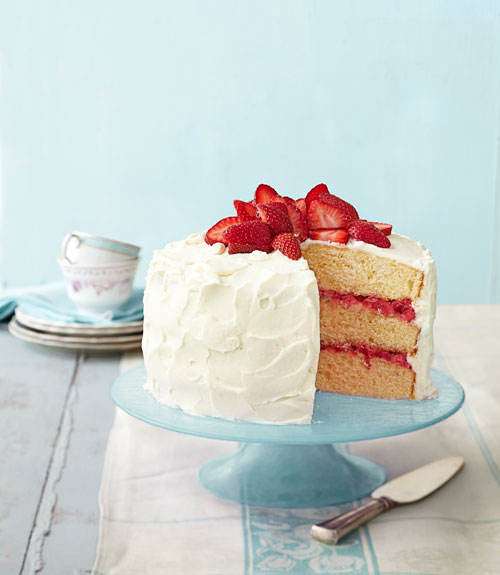 Layer cake decorating tips how to make a layer cake for Decoration layer cake