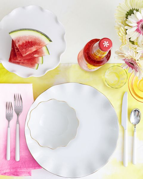 Dress up plain white dishes the easy waywith ombre linens. The faded hues look fresh as napkins,but can double as placematstoo. Get the tutorial»