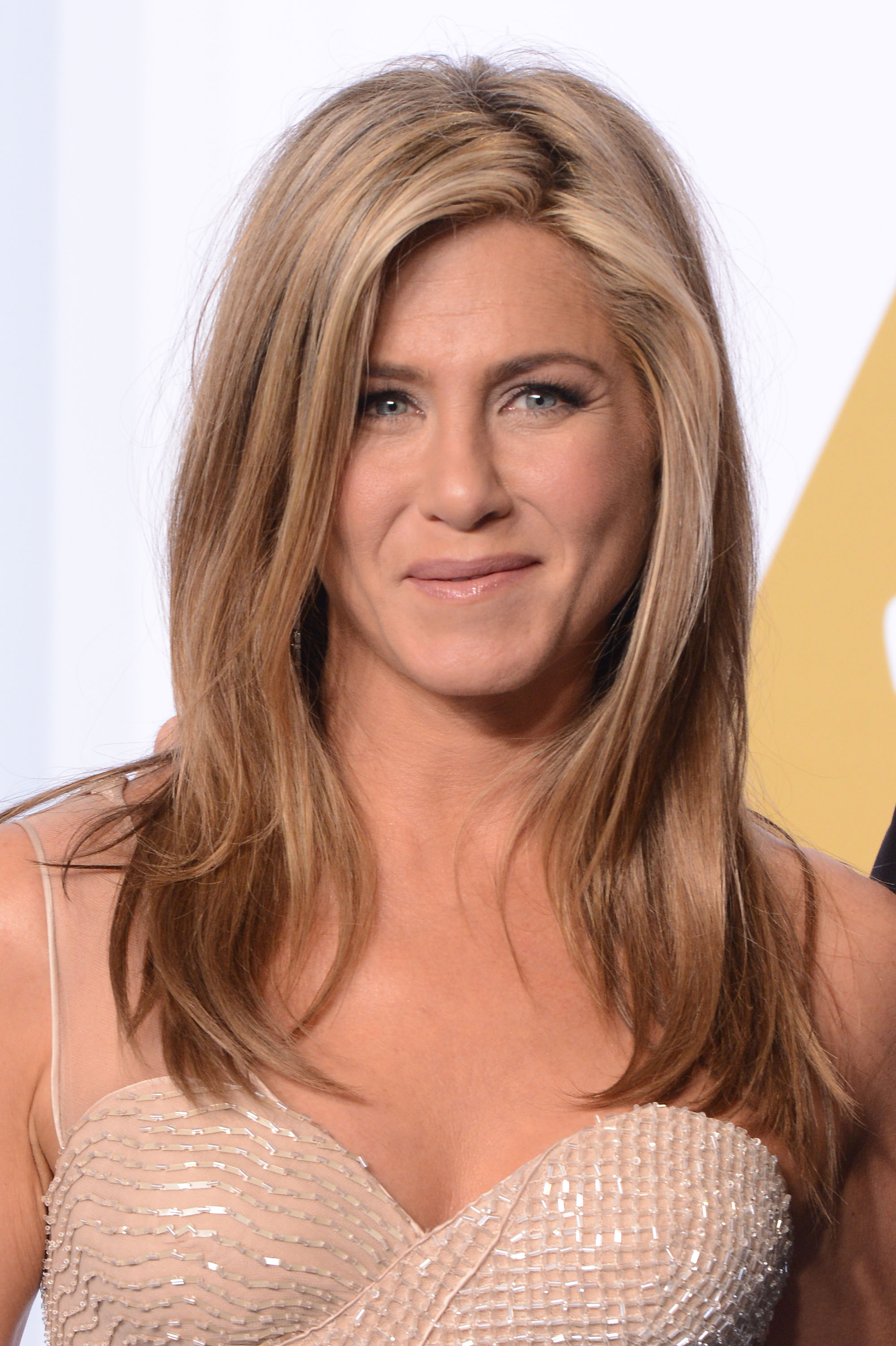 jennifer aniston hair evolution - timeline of jen aniston's hairstyles