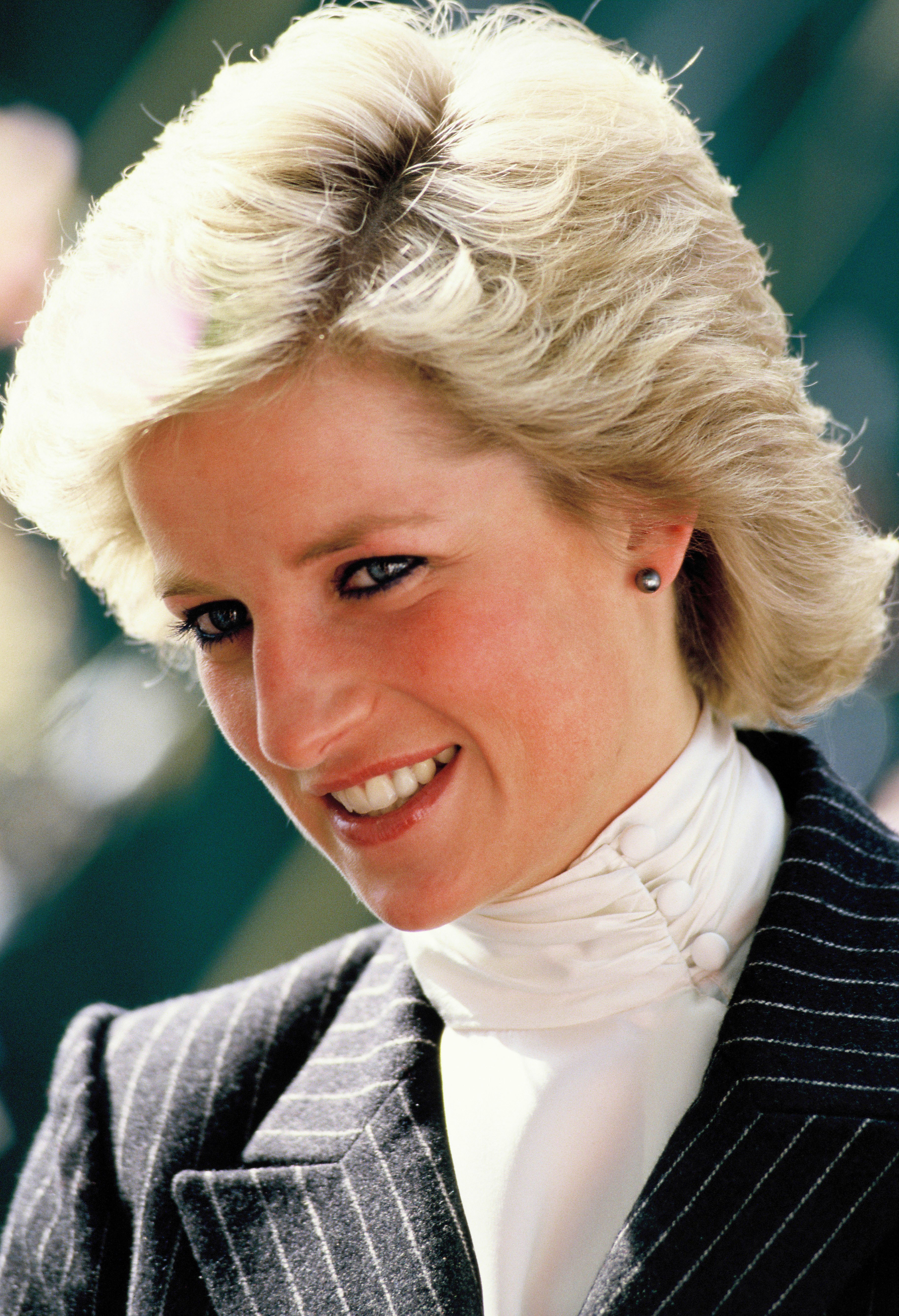 25 beauty secrets from princess diana - the royal's best makeup