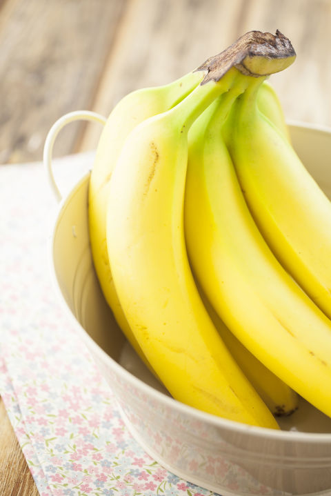 """Filled with potassium and magnesium, bananas offsetthe bloat causedsaltyprocessed foods and packin plant-based prebiotics,""""feeding"""" your good bacteria. Snack on one a day with a tablespoon of nut butter, or slice it into your morning cereal."""