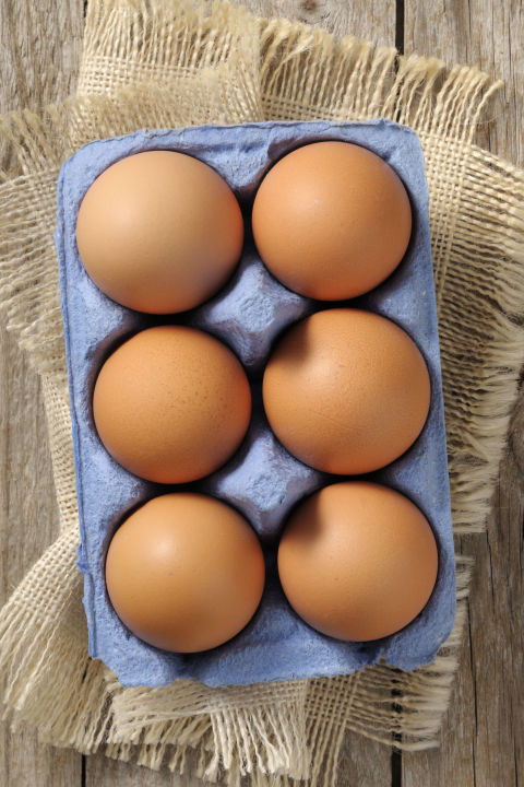 High-proteinbreakfasts, especially ones thatinclude eggs,have been linked to weight loss, reducing belly fat in the process. Add eggs to salads,stir-frys and sautés, or pair them with 100% whole-grain toast and veggies for ahearty breakfast.