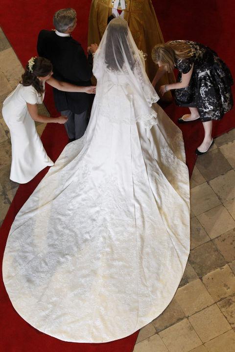 Princess kate wedding dress wedding ideas 10 things you didn t know about kate middleton s wedding dress junglespirit Gallery