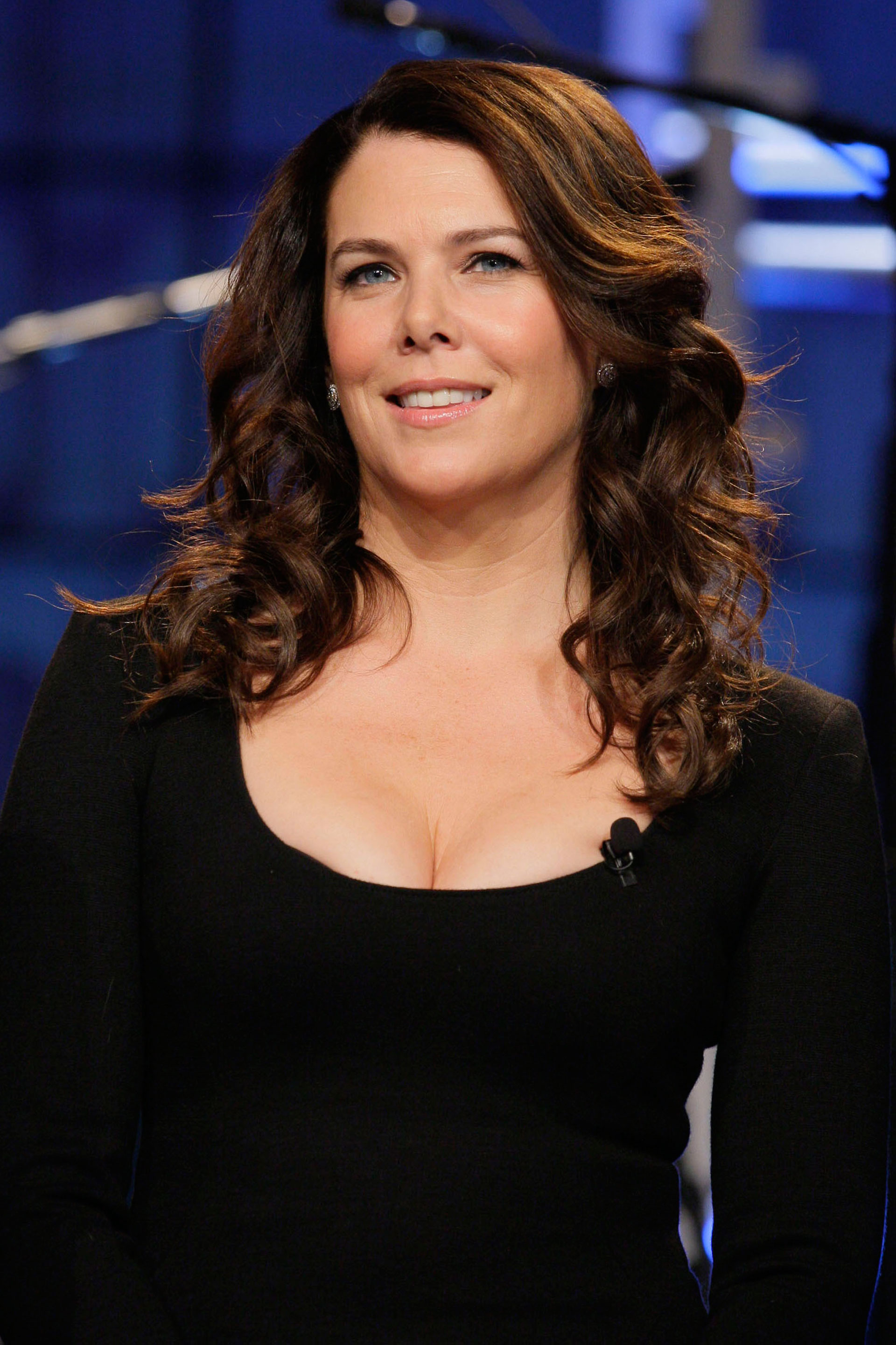 haircuts for 30 year old woman curly hairstyles for 30 year hair 2461 | 54fef1405a776 ghk celeb hairstyles over 40 lauren graham s2