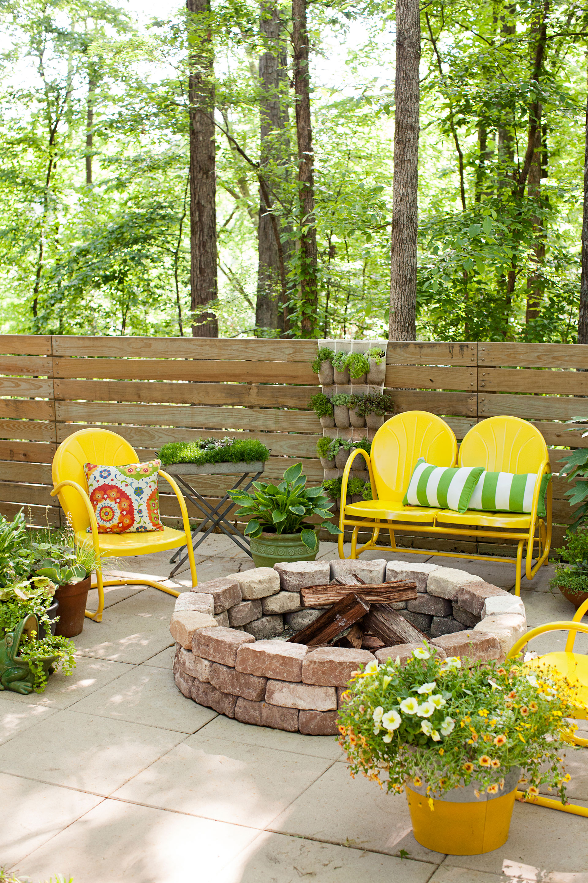 25 Backyard Decorating Ideas - Easy Gardening Tips and DIY ... on Easy Diy Garden Decor id=49698